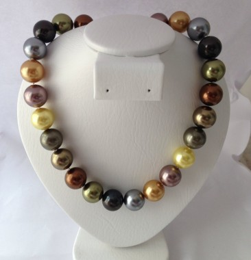 "17.5"" Dyed Shell Pearl Necklace"